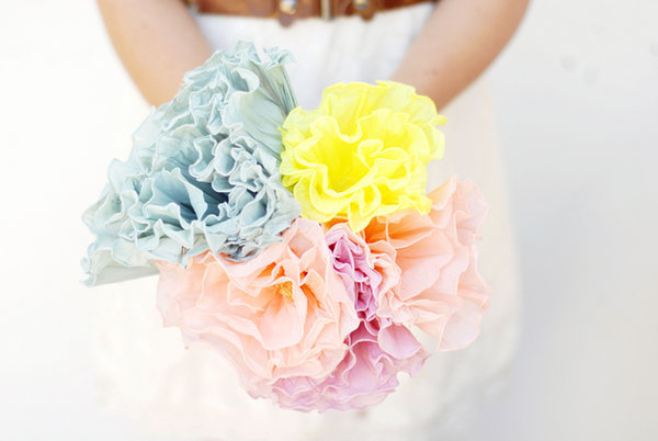 1367355443_content_DIY_Crepe-Paper-Flower-Bouquet-1